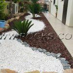 חיפוי קרקע מתכננים עם סלעים.קום