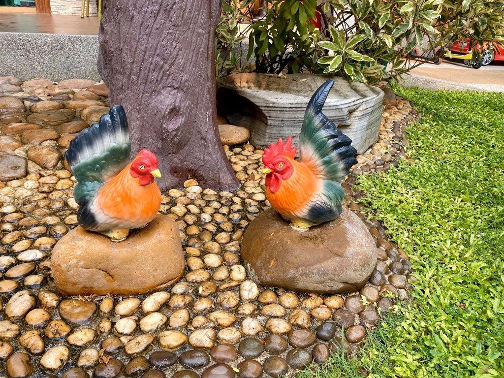 פסל של תרנגולות
