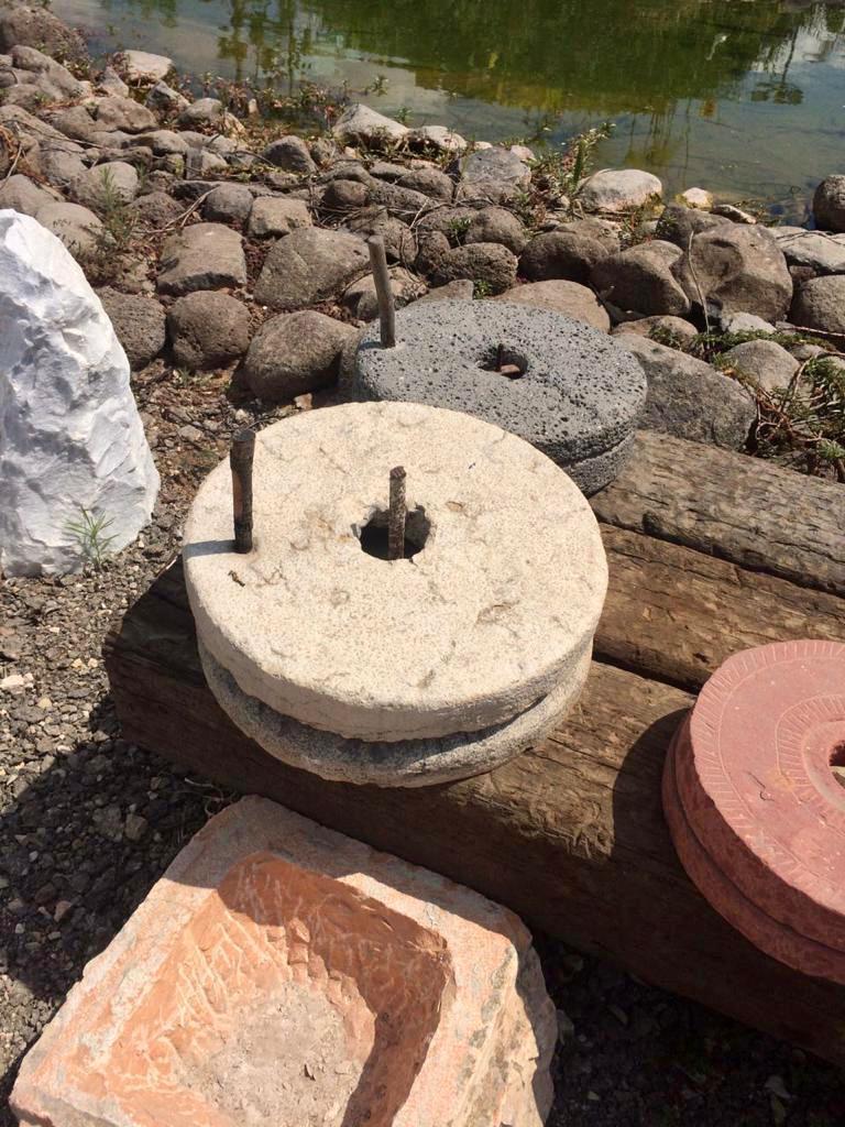 מטחנה מאבן رحى מטחנה מסלע