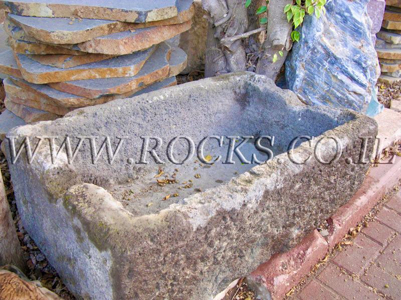 שוקת שוקתות מסלע מאבן לבהמות ריחיים