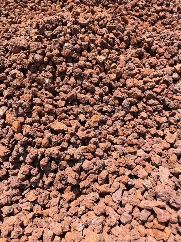 אבנים לשביל חצץ לגינה טוף חלוקי נחל אבנים לחצר
