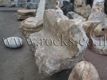 ספסלים מסלע